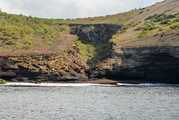 Cruises to the Galapagos Islands for 13 people October 2017