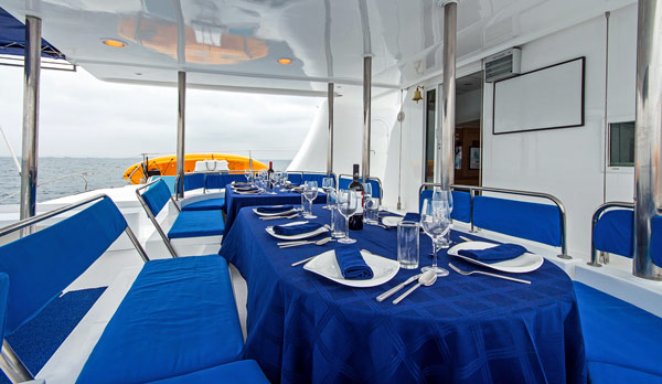 Dining ready in Nemo I Galapagos Cruises